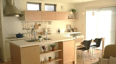 優しい雰囲気のアイランドキッチン